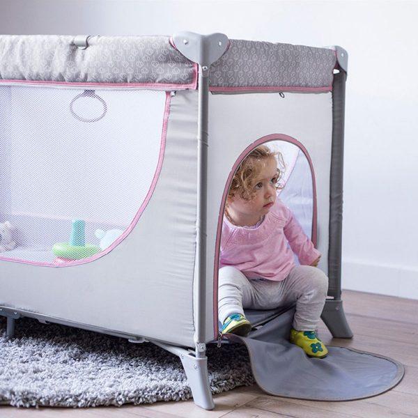 Kinderkraft prenosivi krevetac JOY sa dodacima, roze, otvor za igru